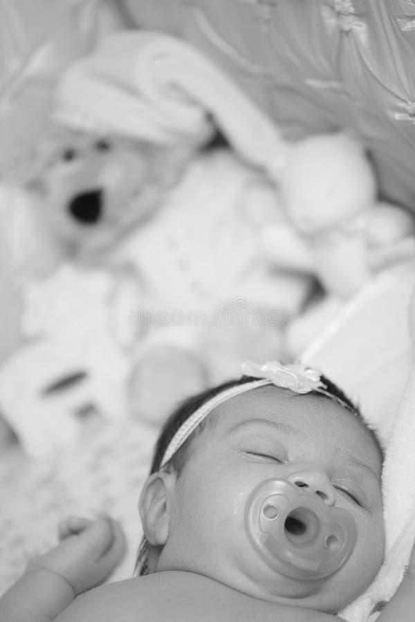 Petit sommeil adorable de chéri photos libres de droits