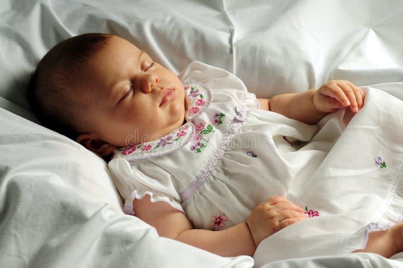 Petit sommeil de chéri images stock