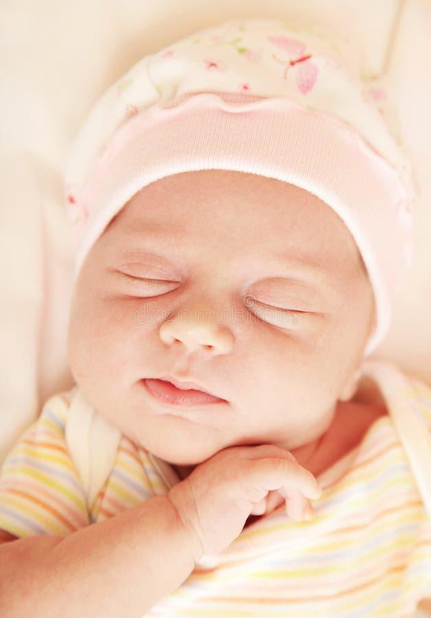 Petit sommeil mignon de chéri images libres de droits