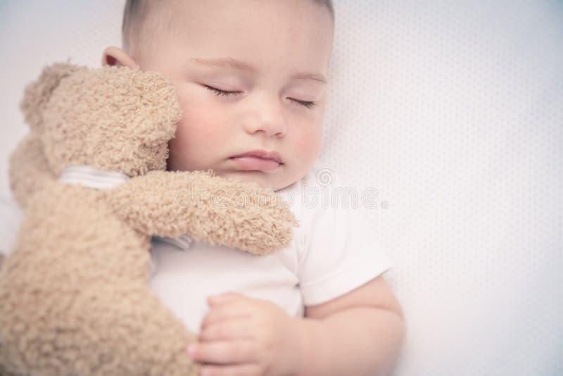 Petit sommeil mignon de chéri photographie stock