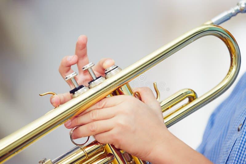 Petit trompettiste image stock