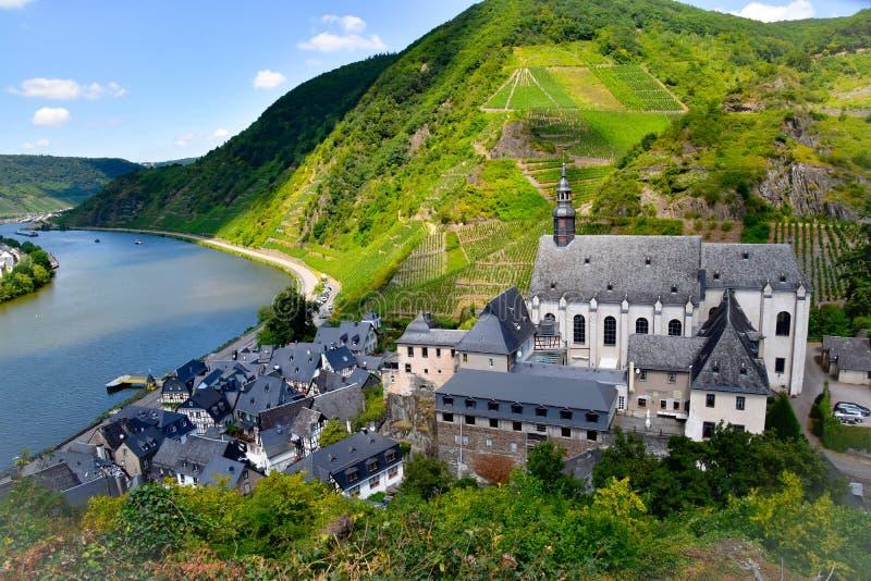 Petit village de Beilstein sur la Moselle photos stock
