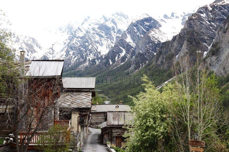 Petit village de montagne idyllique de saint-Véran, France photo libre de droits
