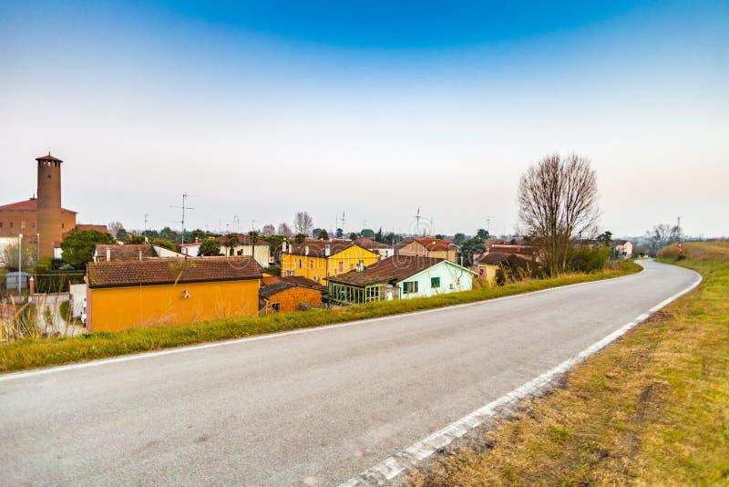 Petit village de pays en Italie image stock