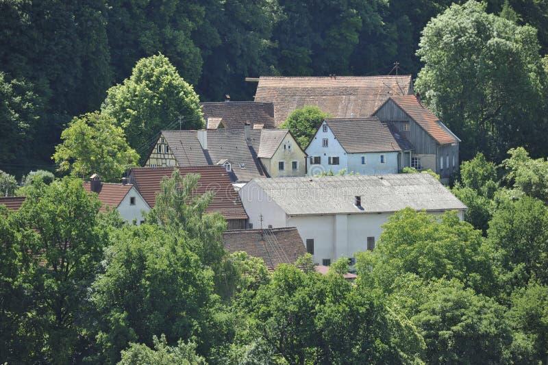 Petit village lointain image libre de droits