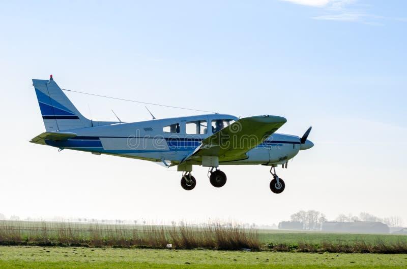 Petit vol d'avion image libre de droits