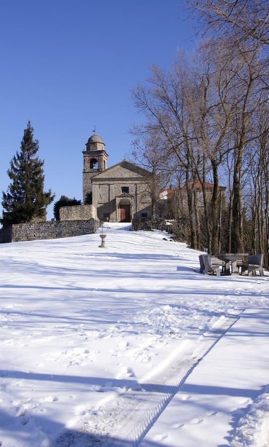 Église et neige image stock