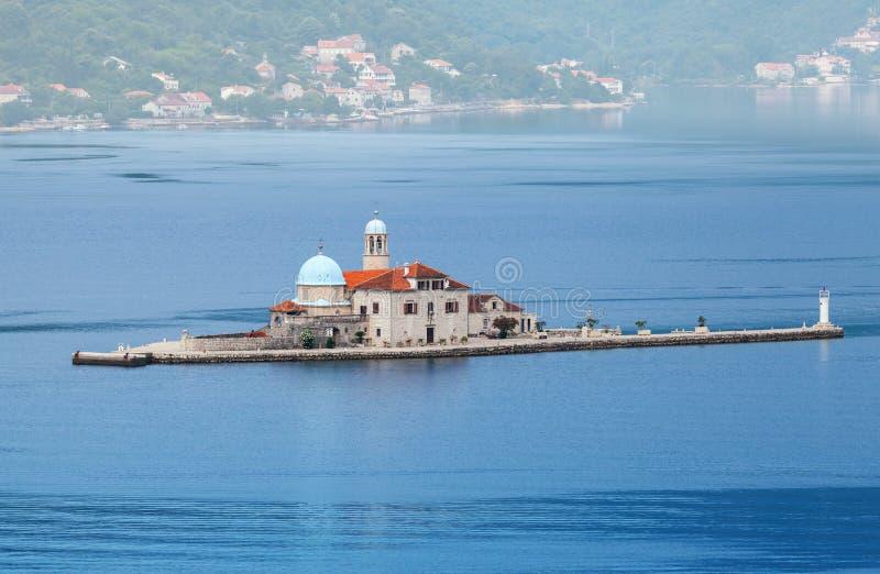 Petite île dans la baie de Kotor photographie stock libre de droits