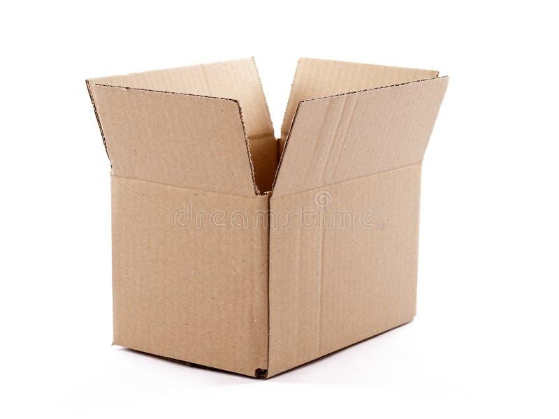 Petite boîte en carton vide d'isolement au-dessus du blanc images libres de droits