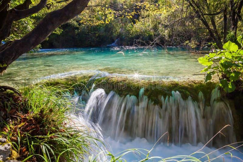 Petite cascade en parc national de lacs Plitvice photographie stock