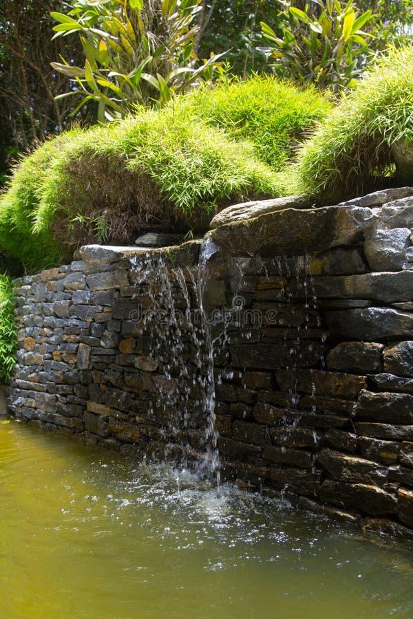 Petite cascade en parc naturel de zen photographie stock