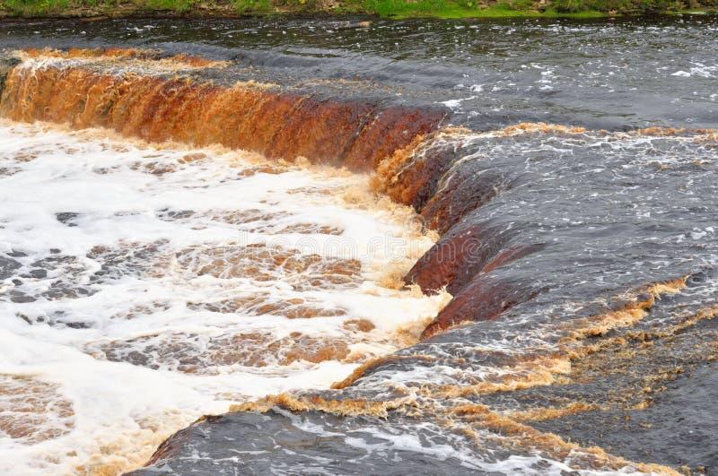 Download Petite Cascade Sur La Rivière De Tosna Photo stock - Image du circuler, jour: 77153396