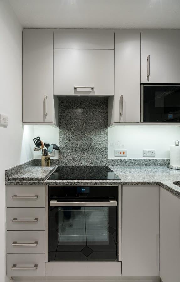 petite cuisine moderne decoration petite cuisine avec petite cuisine moderne unique appartement. Black Bedroom Furniture Sets. Home Design Ideas