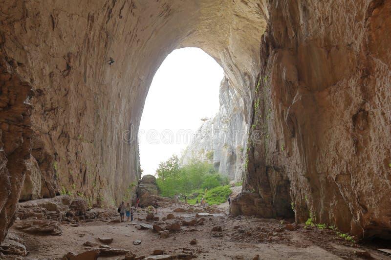 Petite entrée de caverne de Prohodna images libres de droits