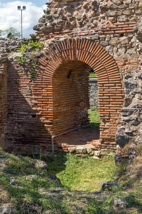 Petite entrée de la ville romaine de Diocletianopolis, ville de Hisarya, Bulgarie photographie stock libre de droits