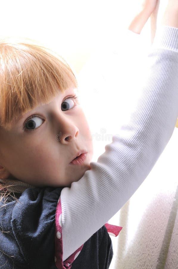 Petite fille étonnée images libres de droits