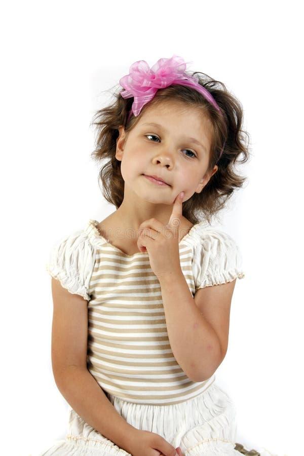 petite fille 5 ans d'isolement sur un backgrou blanc photographie stock