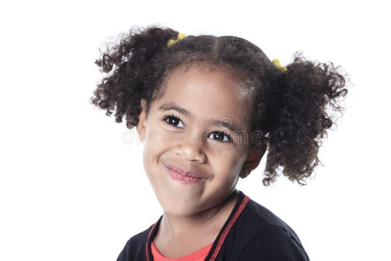 Petite fille africaine adorable avec beau photos libres de droits