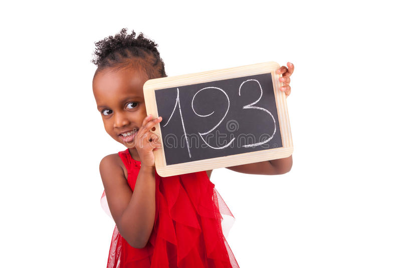 Petite fille africaine adorable avec l'ardoise photographie stock