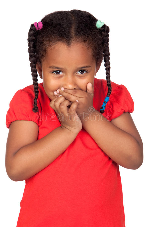 Petite fille africaine couvrant la bouche photos stock