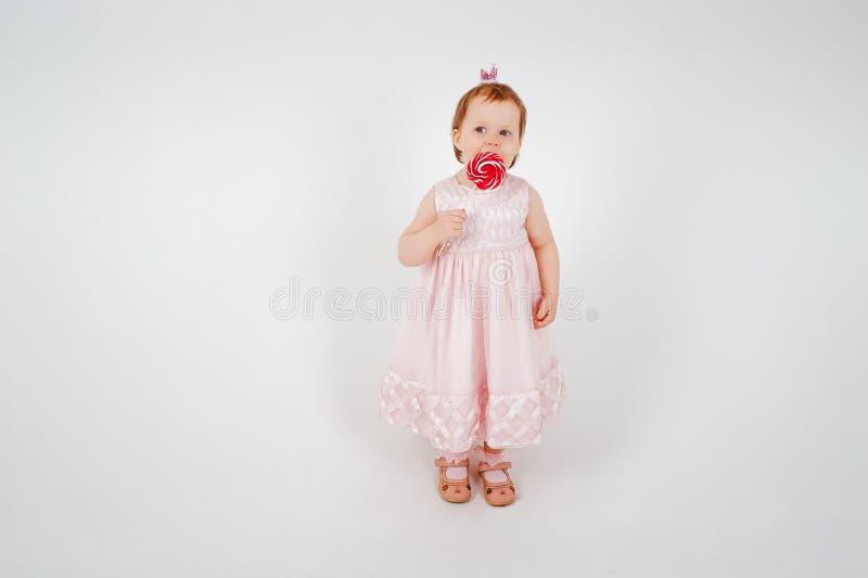 Petite fille avec la canne de sucrerie photo libre de droits