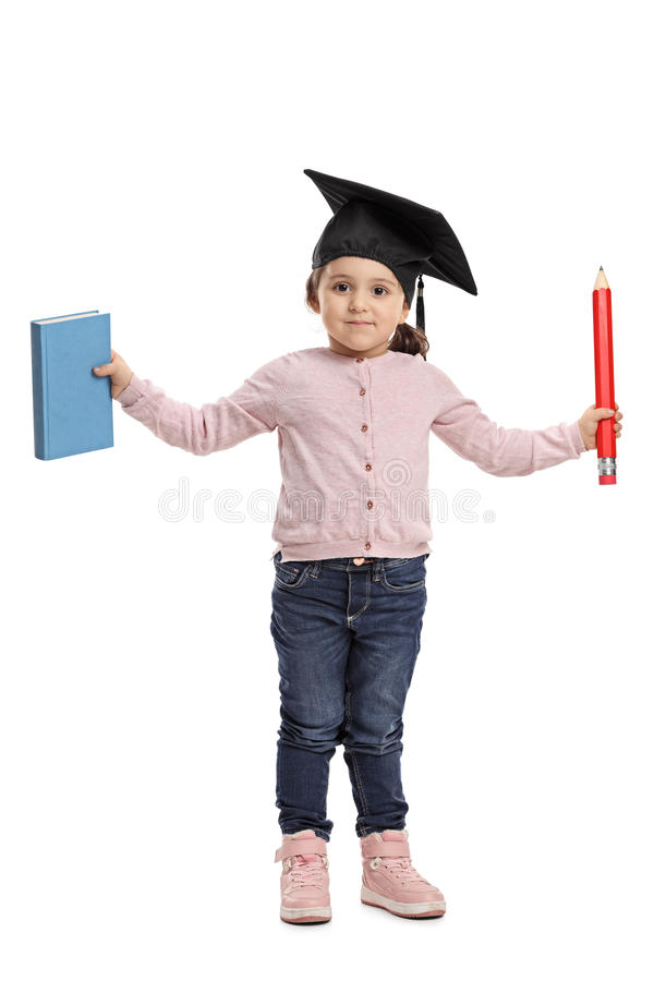 Petite fille avec la taloche tenant le livre et le crayon photographie stock libre de droits