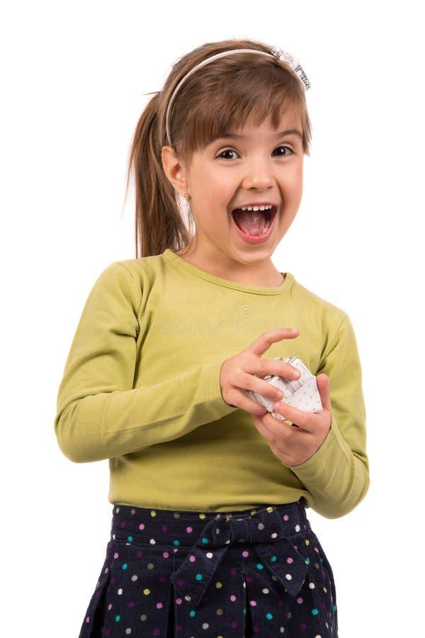 Petite fille avec le cadeau image libre de droits
