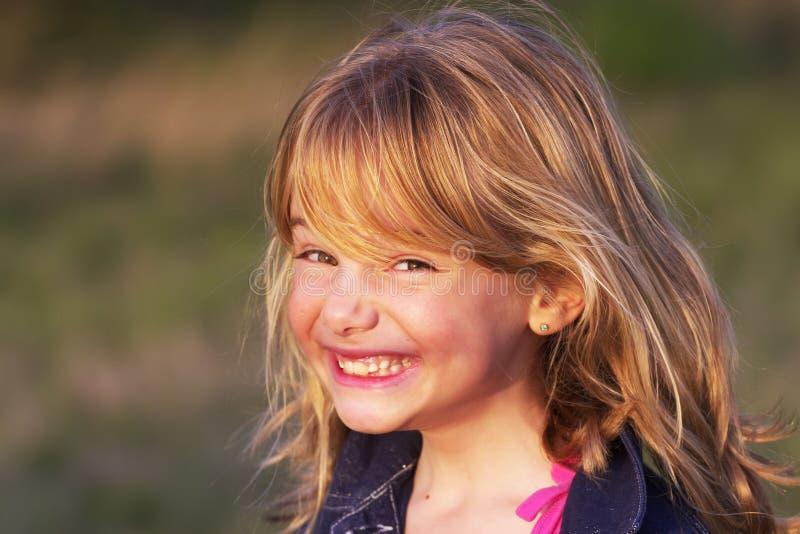Petite fille avec le sourire effronté photos libres de droits
