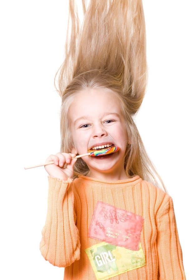 Petite fille avec une sucrerie images stock