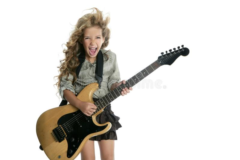Petite fille blonde jouant la guitare photo stock