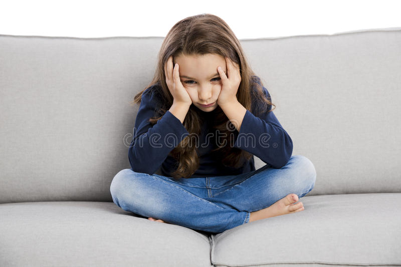Petite fille bouleversée images stock