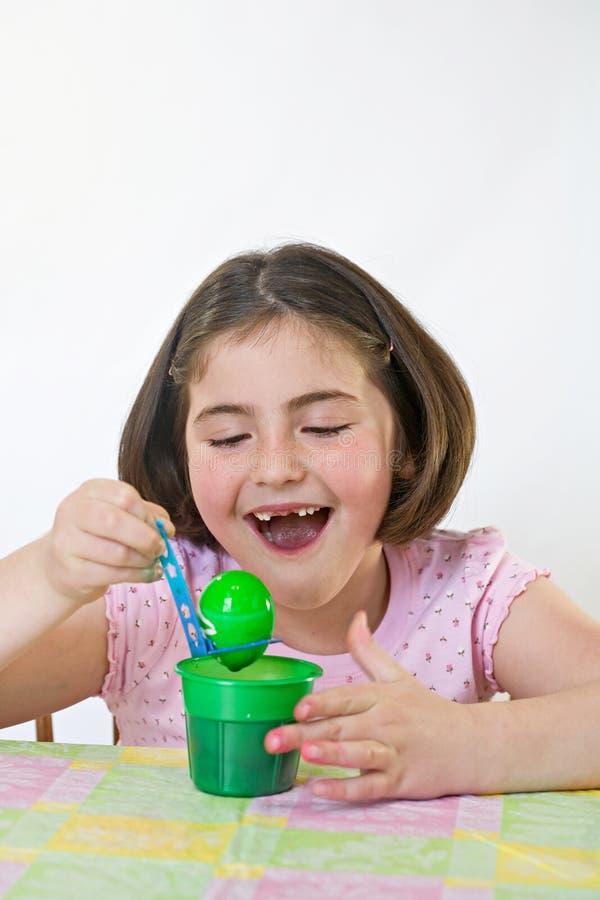 Petite fille chez Pâques images stock