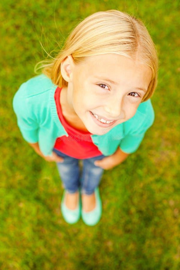 Download Petite fille curieuse image stock. Image du jour, blond - 45350029
