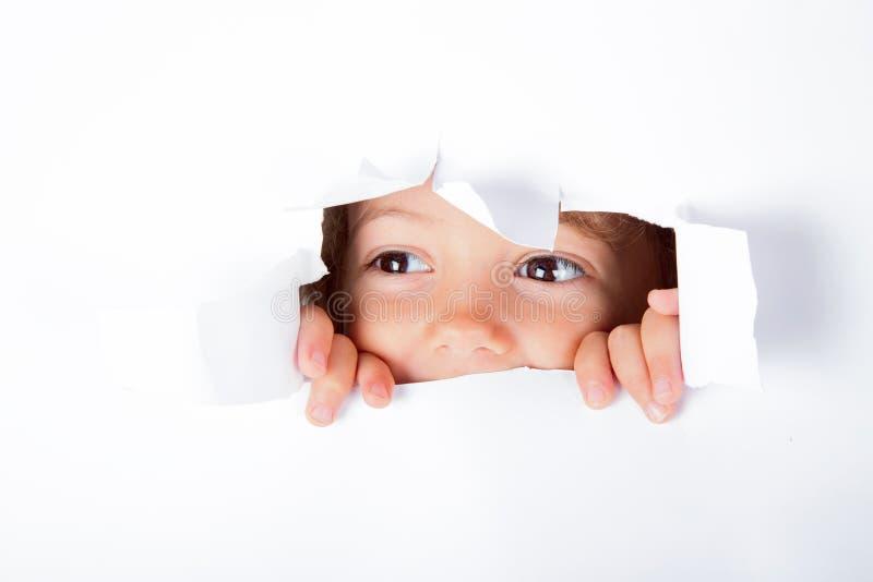 Petite fille curieuse photos libres de droits