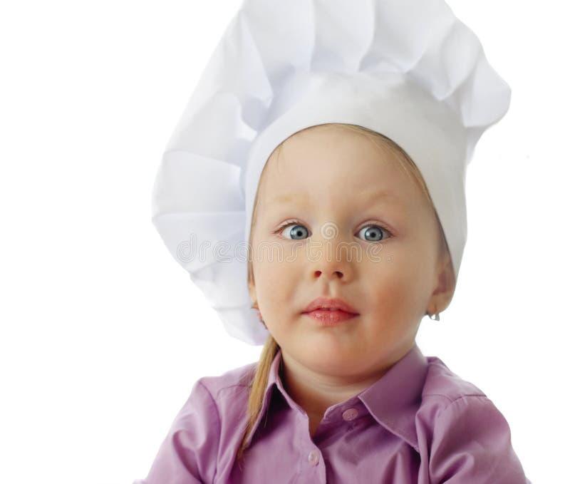 Petite fille dans le chapeau de chef image libre de droits