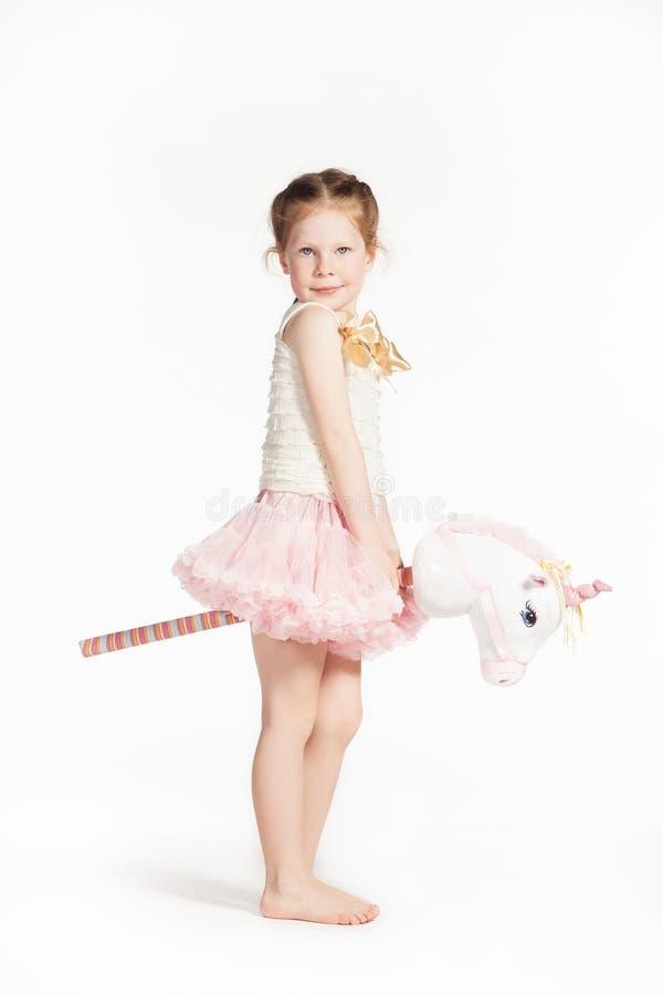 Petite fille dans le rose photos stock