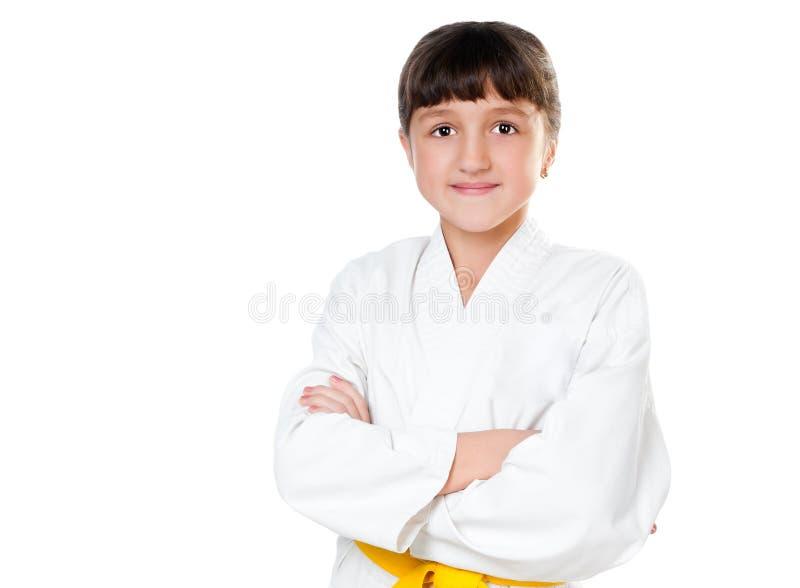 Petite fille dans un kimono avec une ceinture jaune images stock