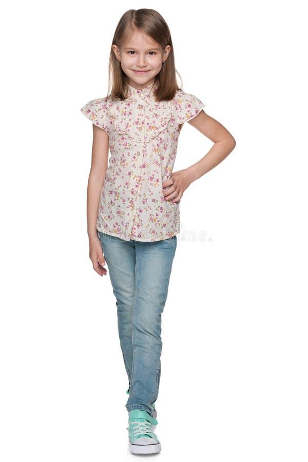 Petite fille de marche de sourire photo stock