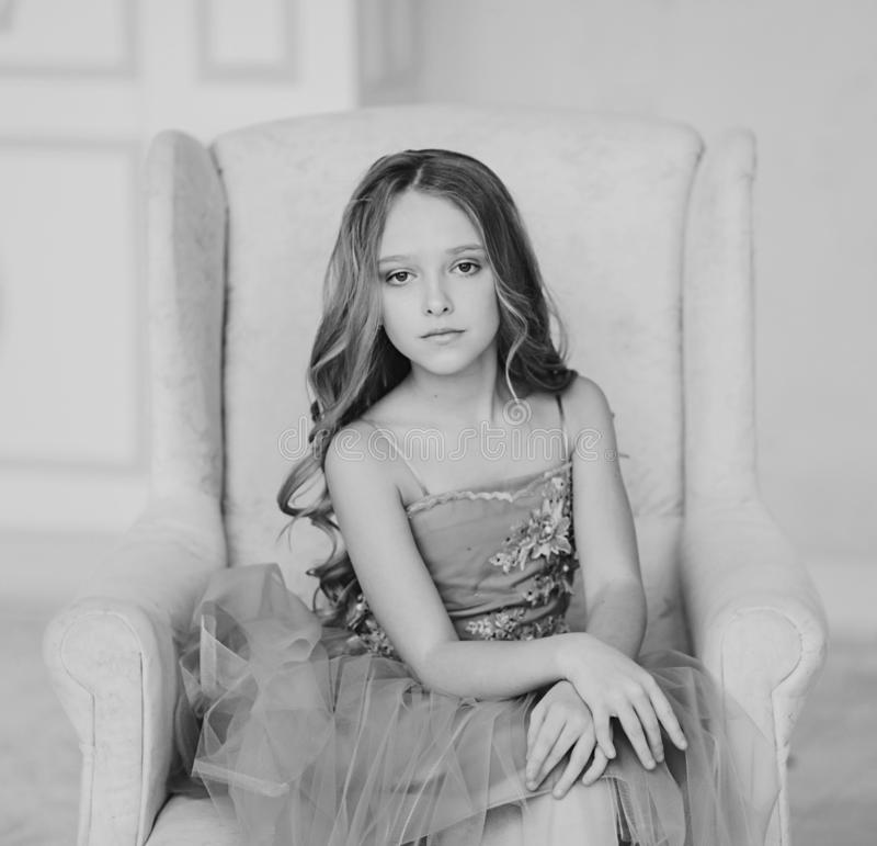 Petite fille de portrait monochrome photo libre de droits