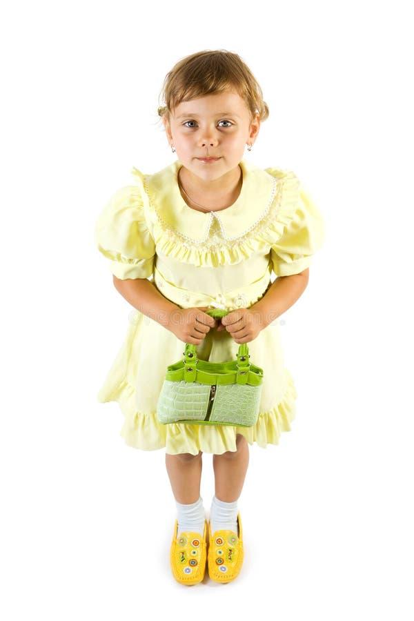 Petite fille de sourire avec le vert image stock