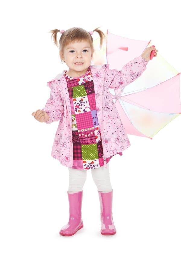 Petite fille drôle dans les gaines roses avec le parapluie photo libre de droits