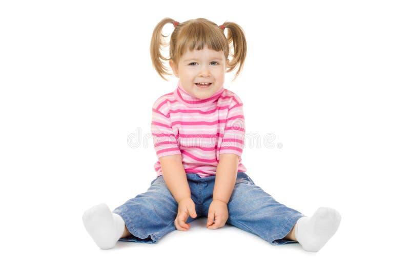 Petite fille drôle s'asseyante image libre de droits