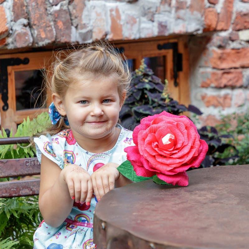 Petite fille et émotion image libre de droits