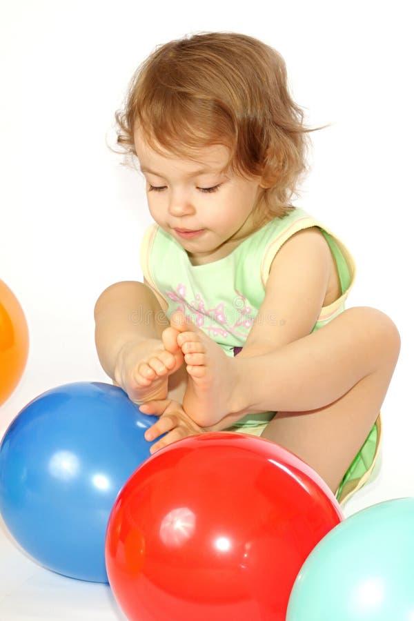Petite fille et ballons. photographie stock libre de droits