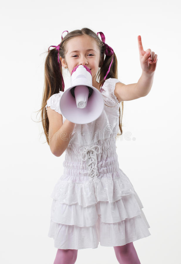 Petite fille et mégaphone photos stock