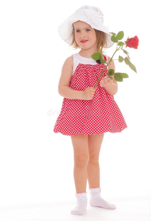 Petite fille gaie dans une robe rose. images libres de droits
