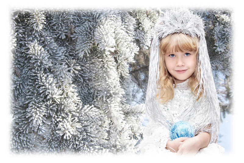 Petite fille habillée comme flocons de neige photos stock