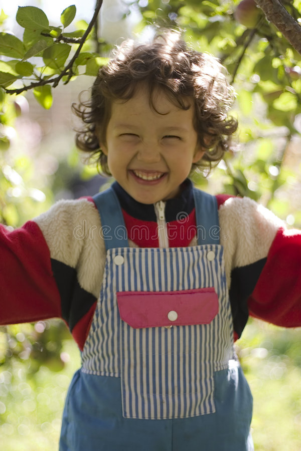 Petite fille heureuse photo stock