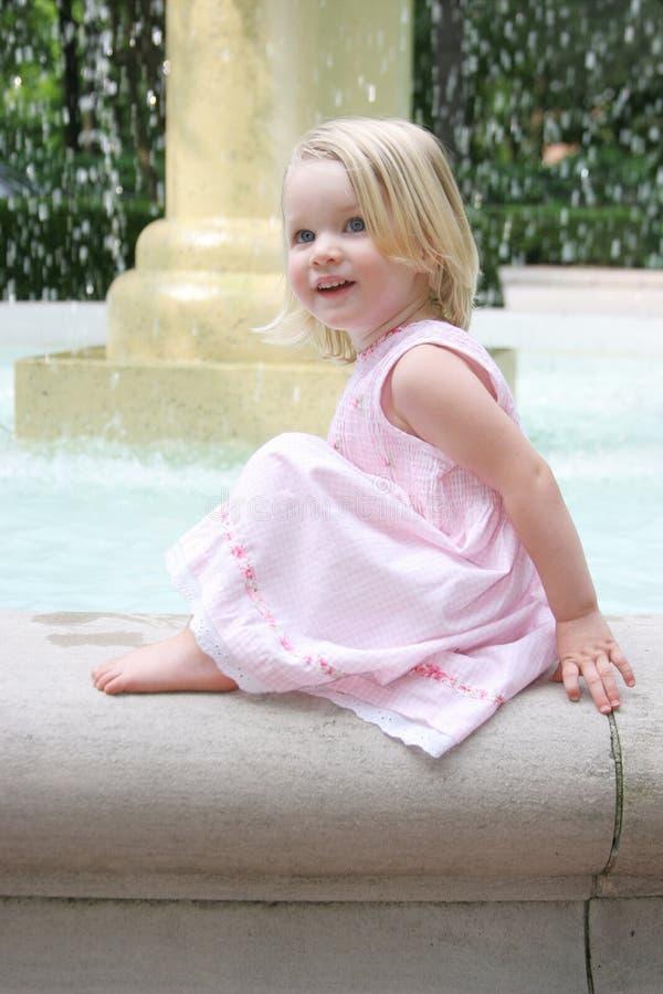 Petite fille heureuse images libres de droits