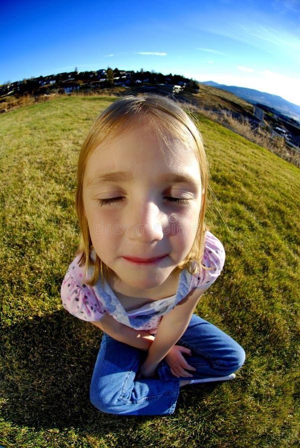 Petite fille heureuse contente photo libre de droits